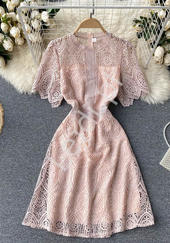 Gipiurowa letnia sukienka z koronki pudrowy róż 1920 - Lejdi
