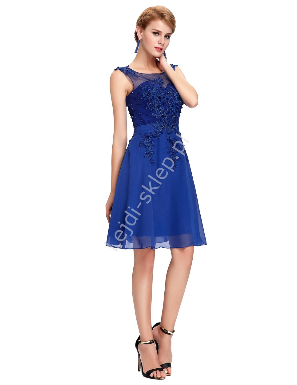 A light dress, made of % precious silk. It's laying wonderfully on the body, and thanks to the elastic highlights the waist. The advantage of the dress is that it can be loosened to achieve a perfect length.