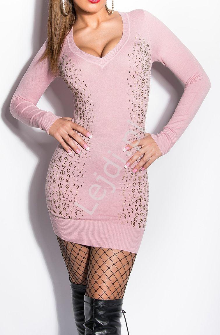 Jasno różowa dzianinowa sukienka ze wzorem z cyrkoni ala wężowa skóra, wełna i sztuczny jedwab 8191 - Lejdi