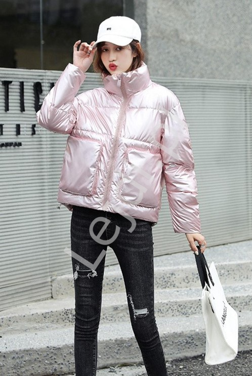 Jasno różowa kurtka pikowana damska z metalicznym blaskiem 8512 - Lejdi