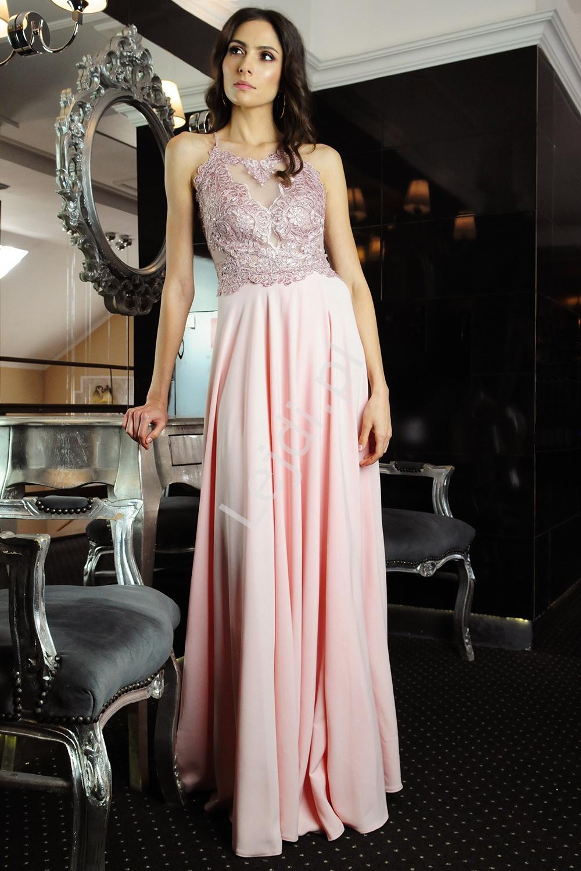 Jasno różowa sukienka na szyję z koronką i rozcięciem na nodze m383 - Lejdi