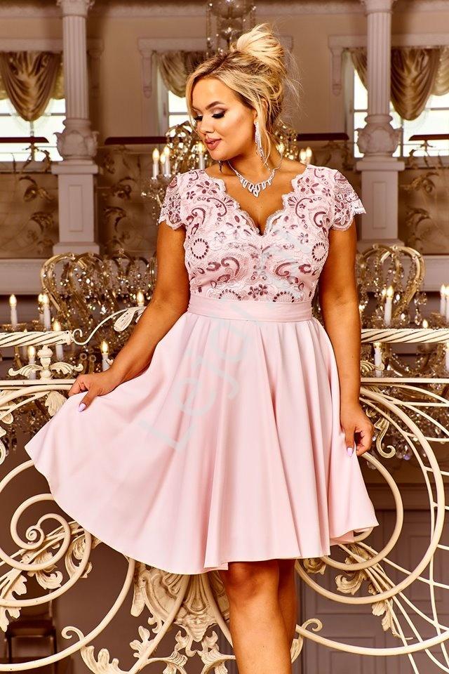 Jasno różowa sukienka plus size, rozkloszowana z halką - Diana 2 - Lejdi