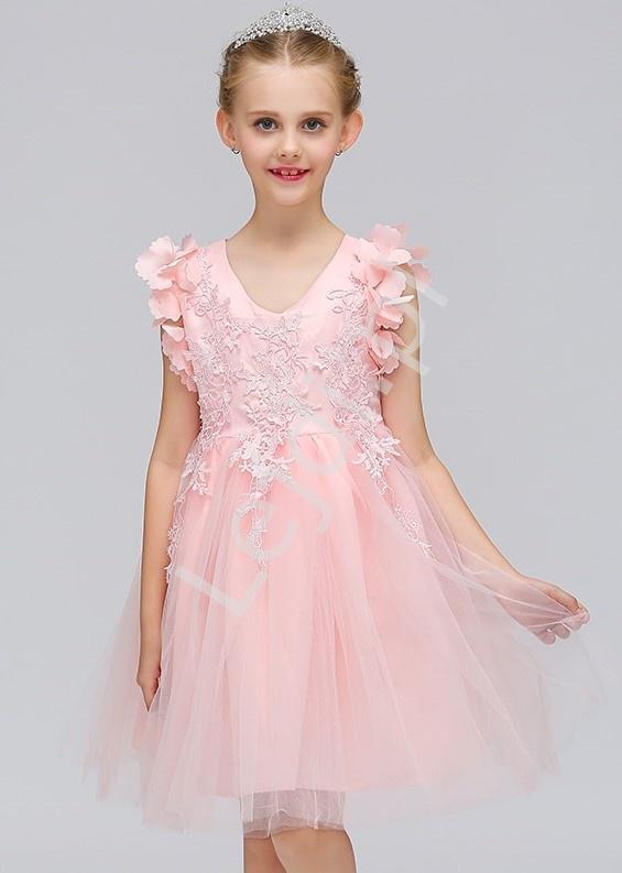 610b81963f Jasno różowa tiulowa sukienka dla dziewczynki zdobiona gipiurową koronką