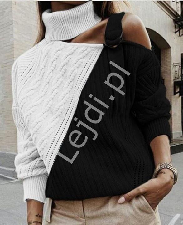 Kremowo czarny sweter z odsłoniętym ramieniem 0994 - Lejdi