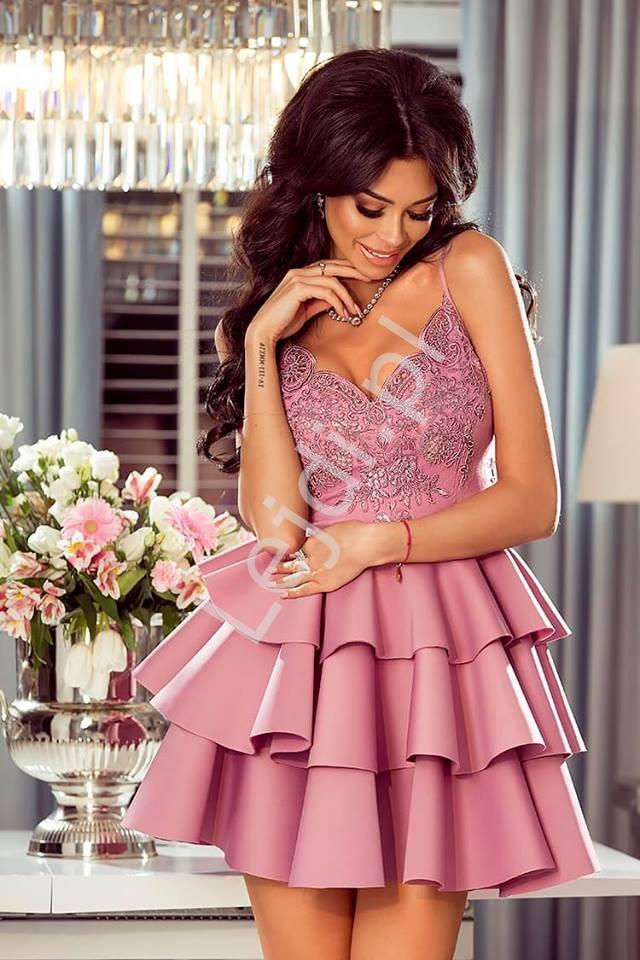 Krótka piankowa sukienka z trzema falbanami i koronkową górą Esmeralda pustynny róż - Lejdi