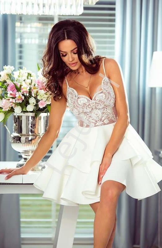 Krótka sukienka z piankową spódnicą - biała z beżową górą Leila - Lejdi
