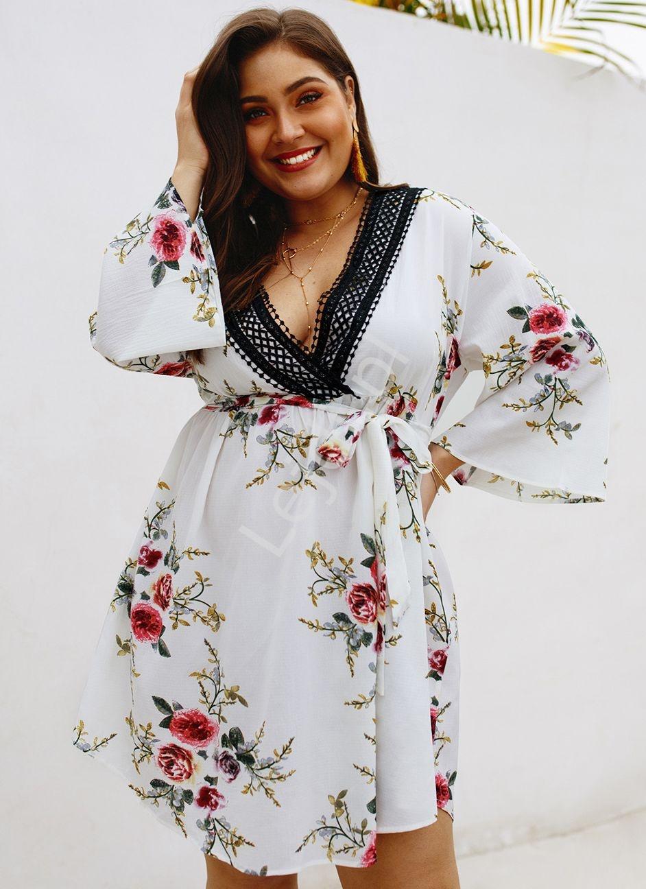 Kwiecista sukienka letnia w róże Plus Size 5103 - Lejdi