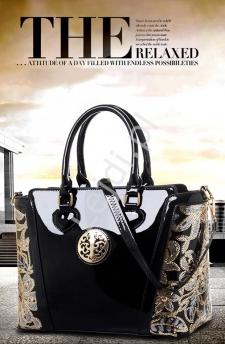 Lakierowana czarna torebka wizytowa
