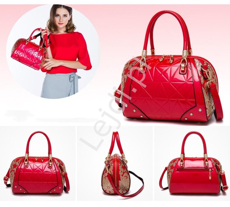 97bd6e201ffc0 Lakierowana torebka kuferek w kolorze czerwonym ozdobiona złotymi cekinami