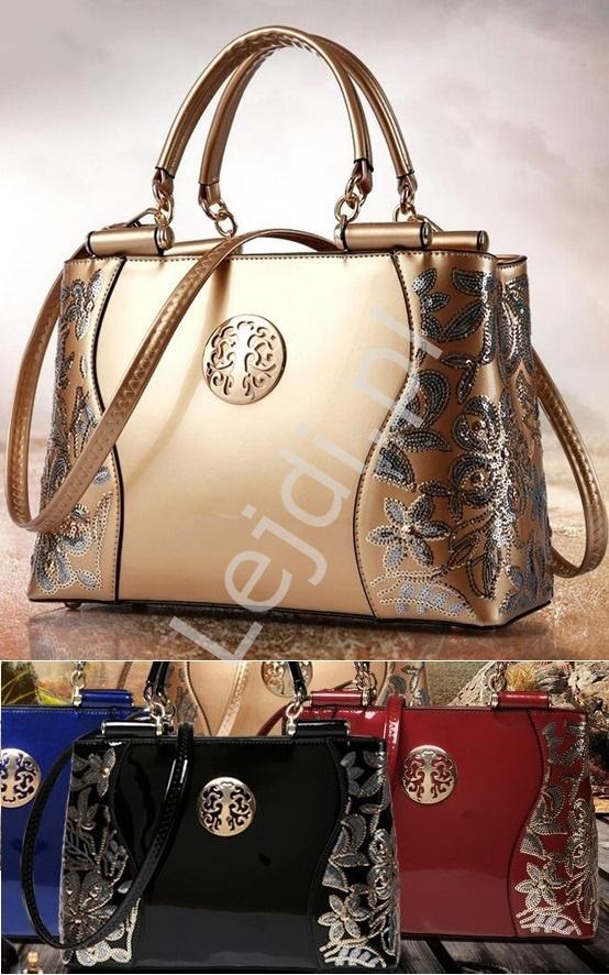 559941e5cbc40 Lakierowana torebka w złotym kolorze ozdobiona cekinami - Lejdi.pl