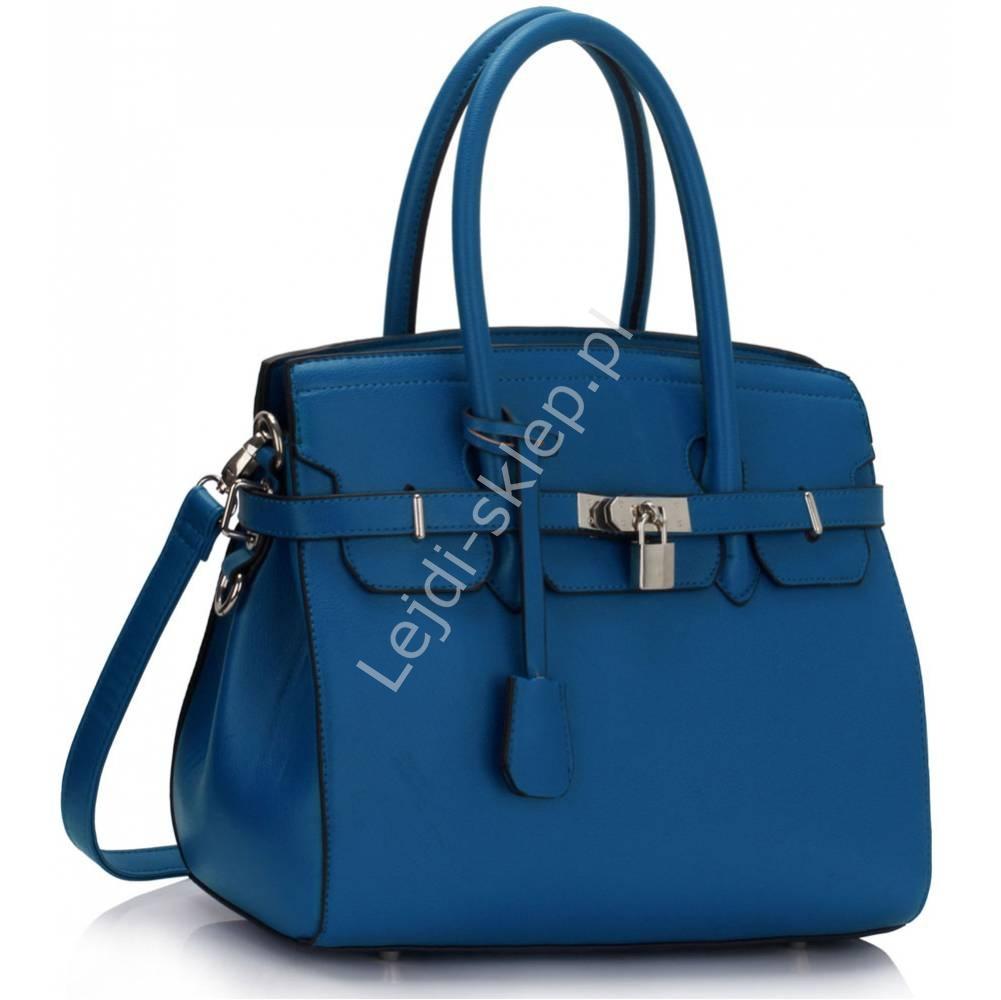 d6456d3e926b1 Niebieska torebka z kłódką w stylu Khloe Kardashian - widziane w mediach    Życie na gorąco