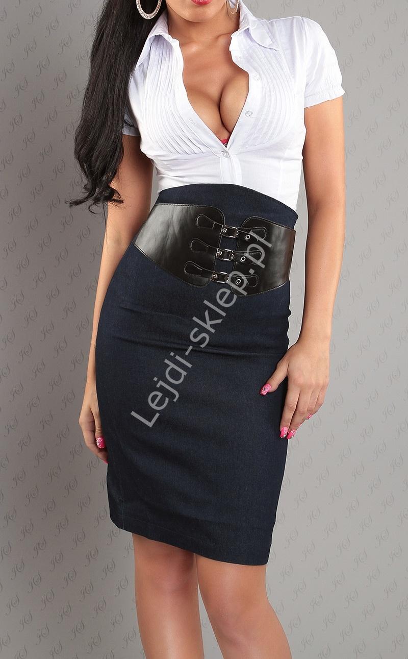 Ołówkowa spódnica z paskiem w kolorze niebieskiego jeansu - Lejdi