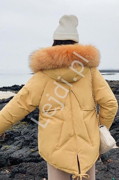 Oversizowa kurtka damska z gwiazdą na plecach kolor musztardowy 9813 - Lejdi