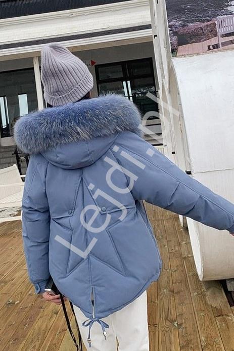 Pastelowo niebieska kurtka zimowa gwiazdą na plecach 9813 - Lejdi