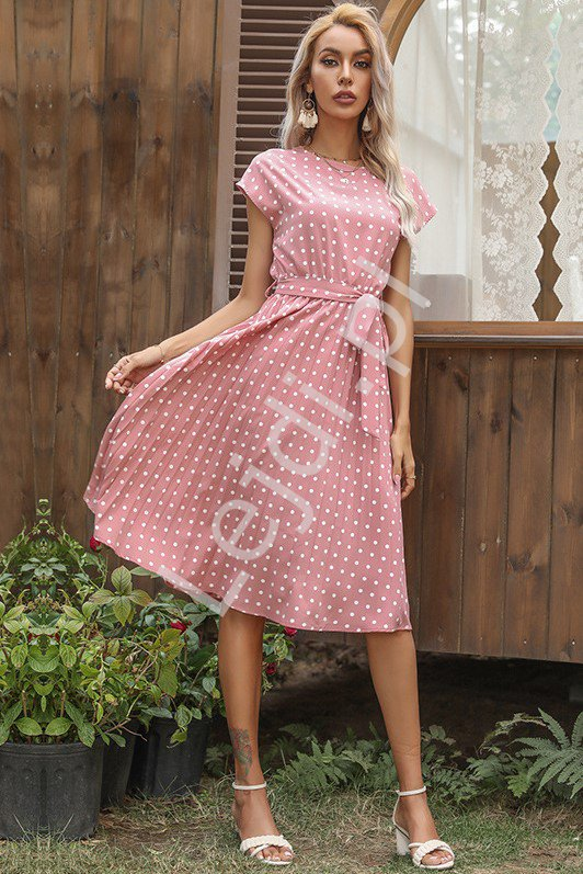 Piękna sukienka z plisowanym dołem, pudrowo różowa w groszki 1832 - Lejdi