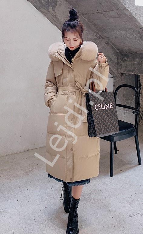 Pikowany płaszcz karmelowy z futrem na kapturze, długa kurtka zimowa 9778
