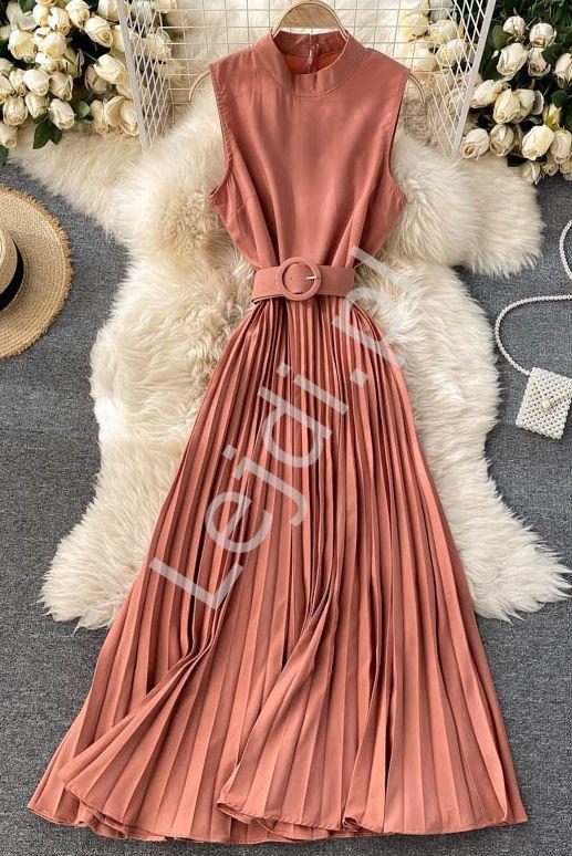 Plisowana sukienka z paskiem pudrowo koralowy róż 41080 - Lejdi