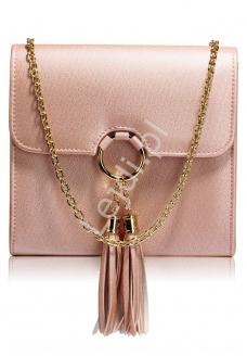 7a5c585ca3352 Przepiękna modna torebka z kółkiem i chwostami w fantastycznym kolorze  błyszczącego metalicznego różu