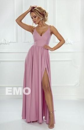 Pudrowo różowa długa suknia z dwoma rozcięciami na nogi Nina - Lejdi