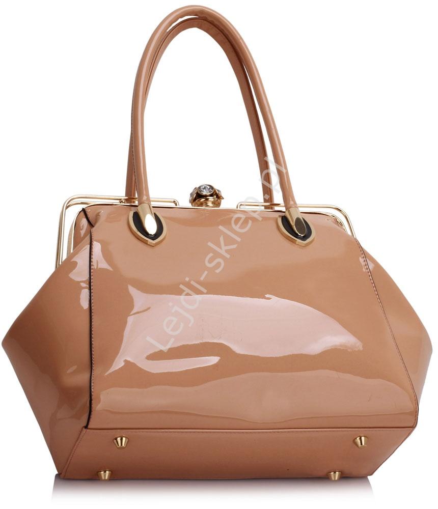 61c417056cf9e Pudrowo różowa lakierowana torebka z faktura krokodylej skórki ...