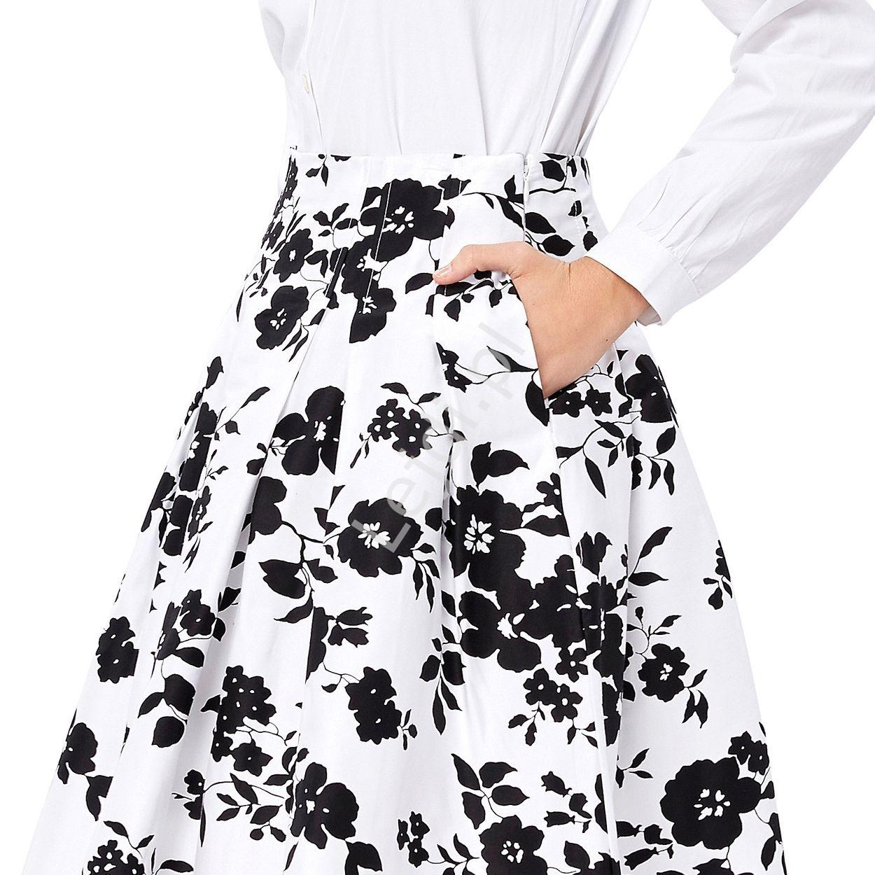 06a170b6 Rozkloszowana spódnica w czarno czerwone kwiaty   Biała spódnica ...