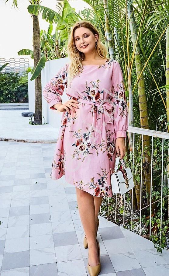 Różowa sukienka plus size w kwiaty 2055 - Lejdi