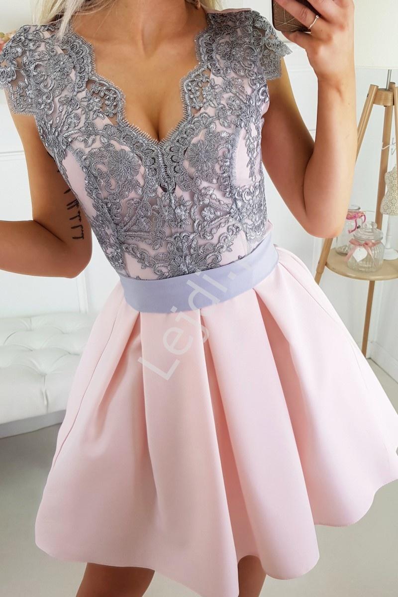 5187e31a52 Różowa sukienka zdobiona szarą koronką z paseczkiem 2139 - Lejdi.pl