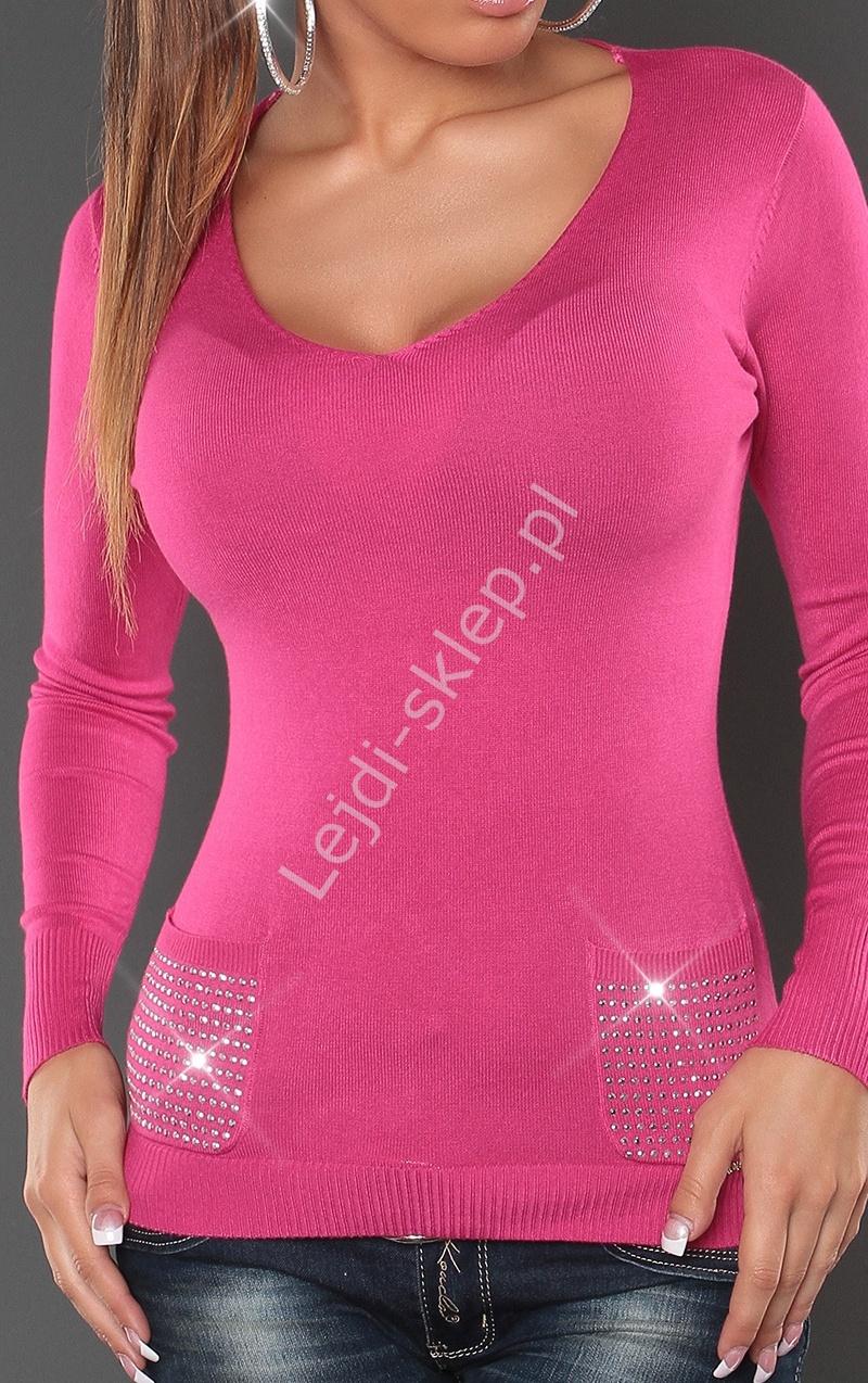 Różowy sweter damski z kieszeniami i