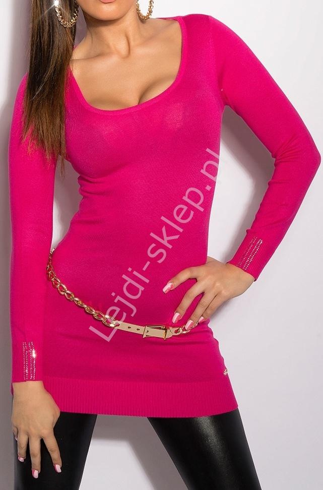 Różowy sweter - tunika z delikatnymi łańcuszkami na plecach 8054 - Lejdi