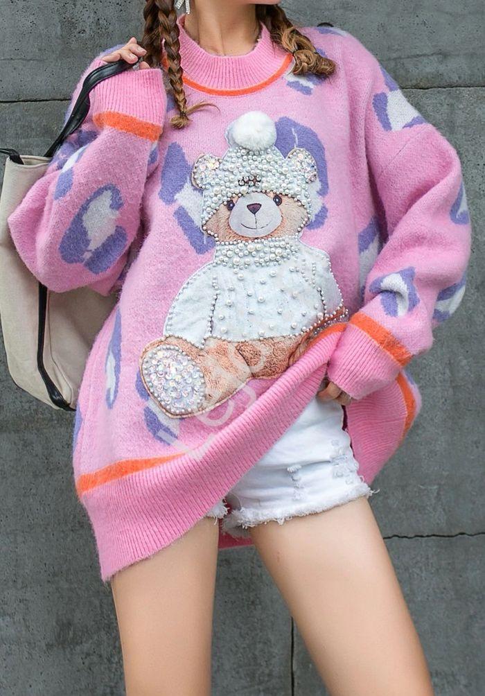 Różowy sweter z misiem w czapce i perełkami - Lejdi
