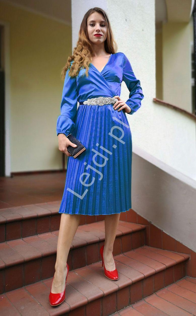 Satynowa szafirowo niebieska sukienka z plisowanym dołem 156 - Lejdi