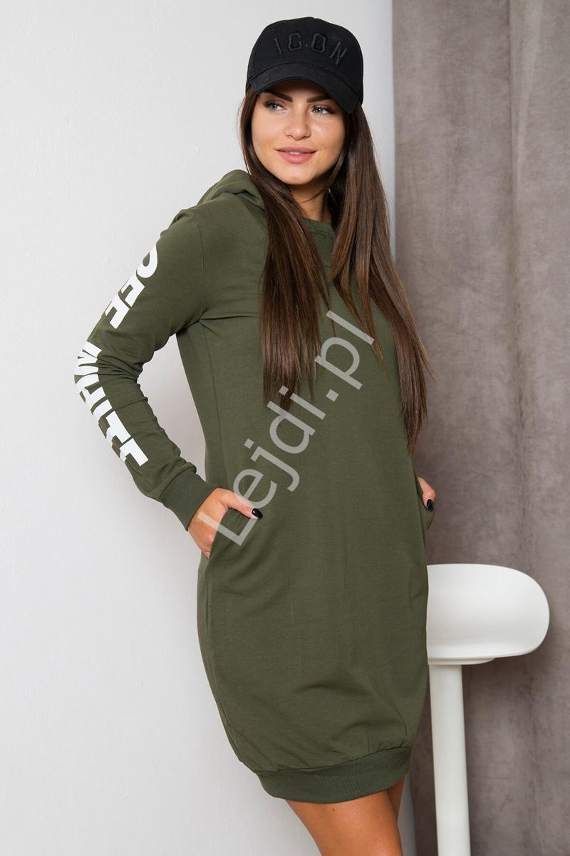 Sportowa sukienka dresowa z kapturem w modnym kolorze khaki - Lejdi