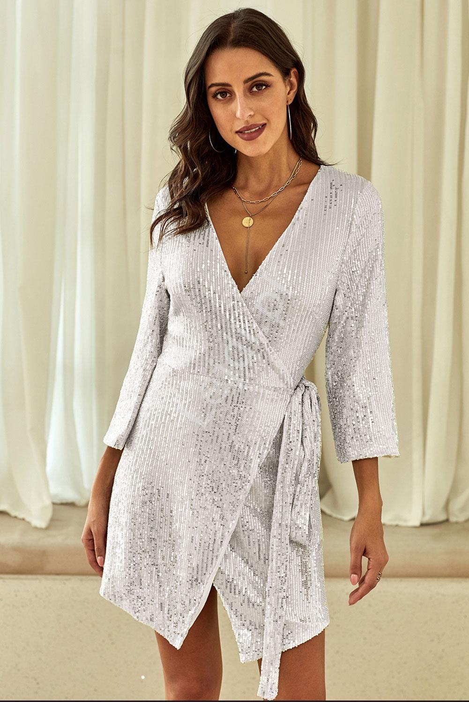 Srebrna cekinowa sukienka kopertowa na sylwestra 071 - Lejdi