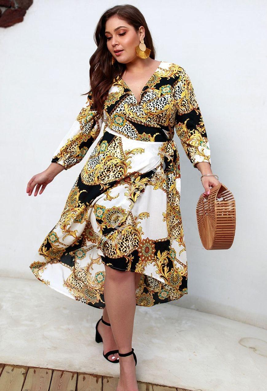 Sukienka Plus Size z łańcuszkami i ornamentami - Lejdi