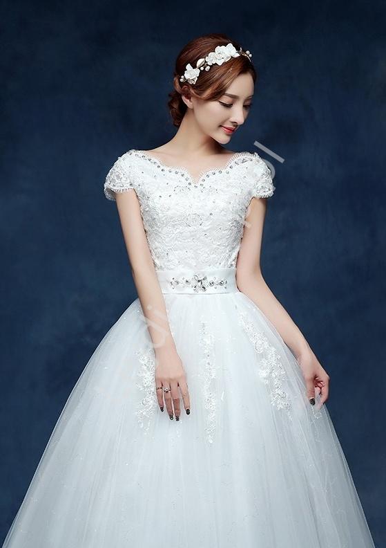 Suknia ślubna z krótkim rękawkiem, dekolt typu carmen, model 14 - Lejdi