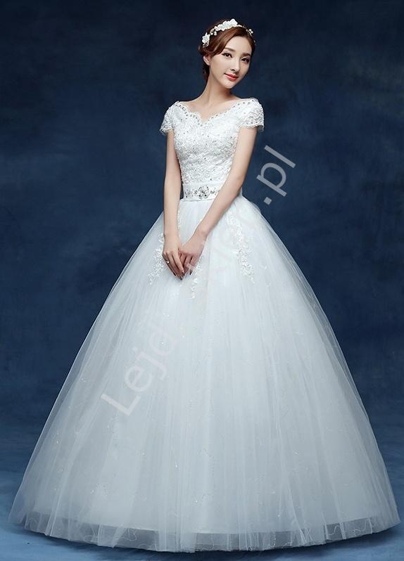 2c74da7540 Suknia ślubna z krótkim rękawkiem