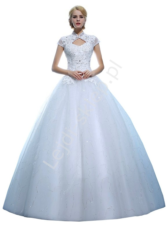 Suknia ślubna z wycięciem na dekolcie gipiurowymi aplikacjami | białe suknie ślubne, model 7 - Lejdi