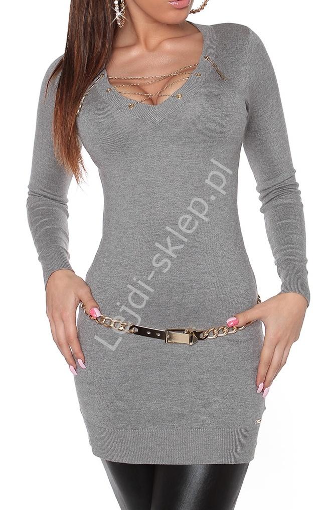 Szara sukienka / tunika swetrowa z łańcuszkowym wiąznym dekoltem 8039 - Lejdi