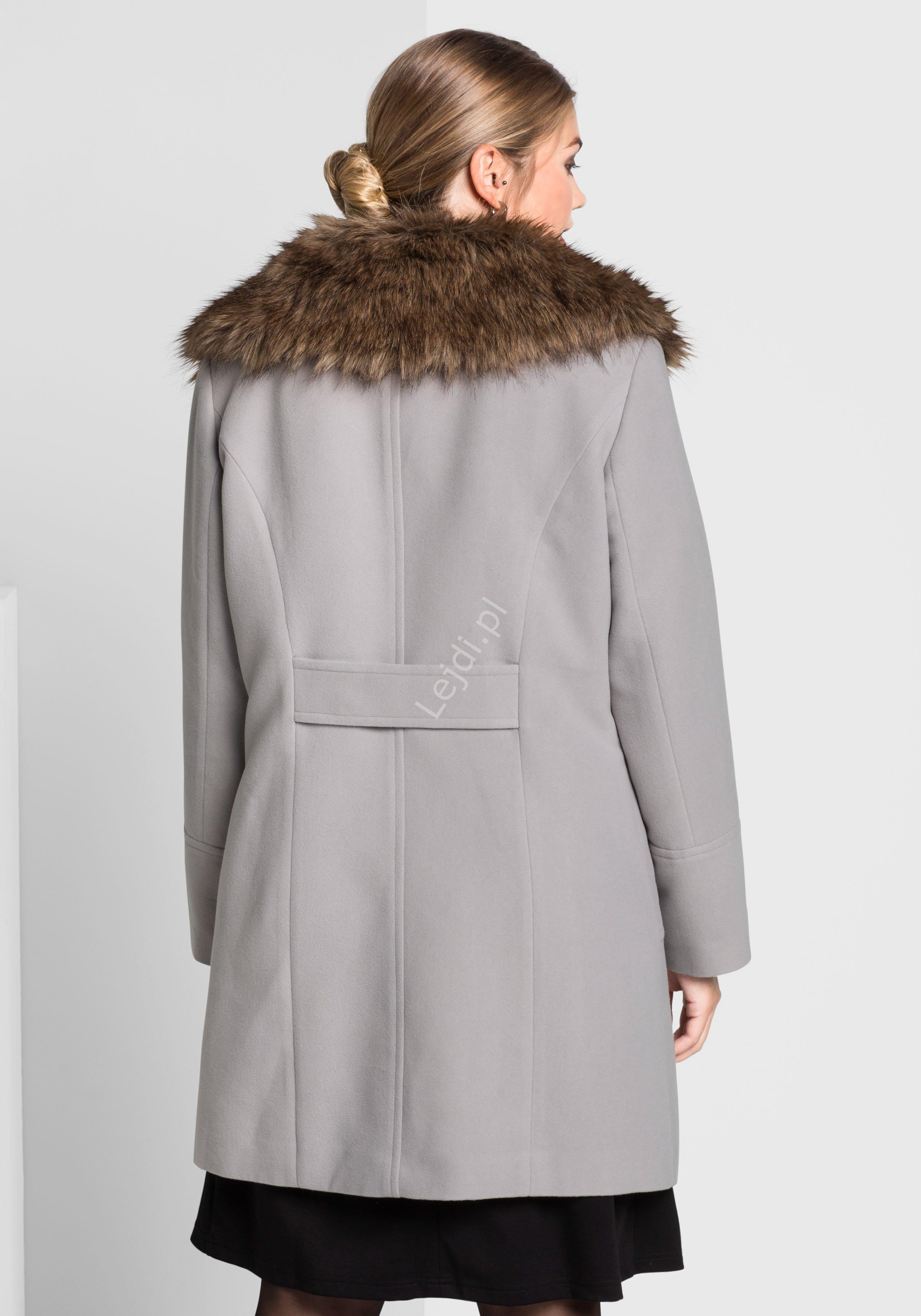 Szary elegancki płaszcz plus size z sztucznym futrem Sheego