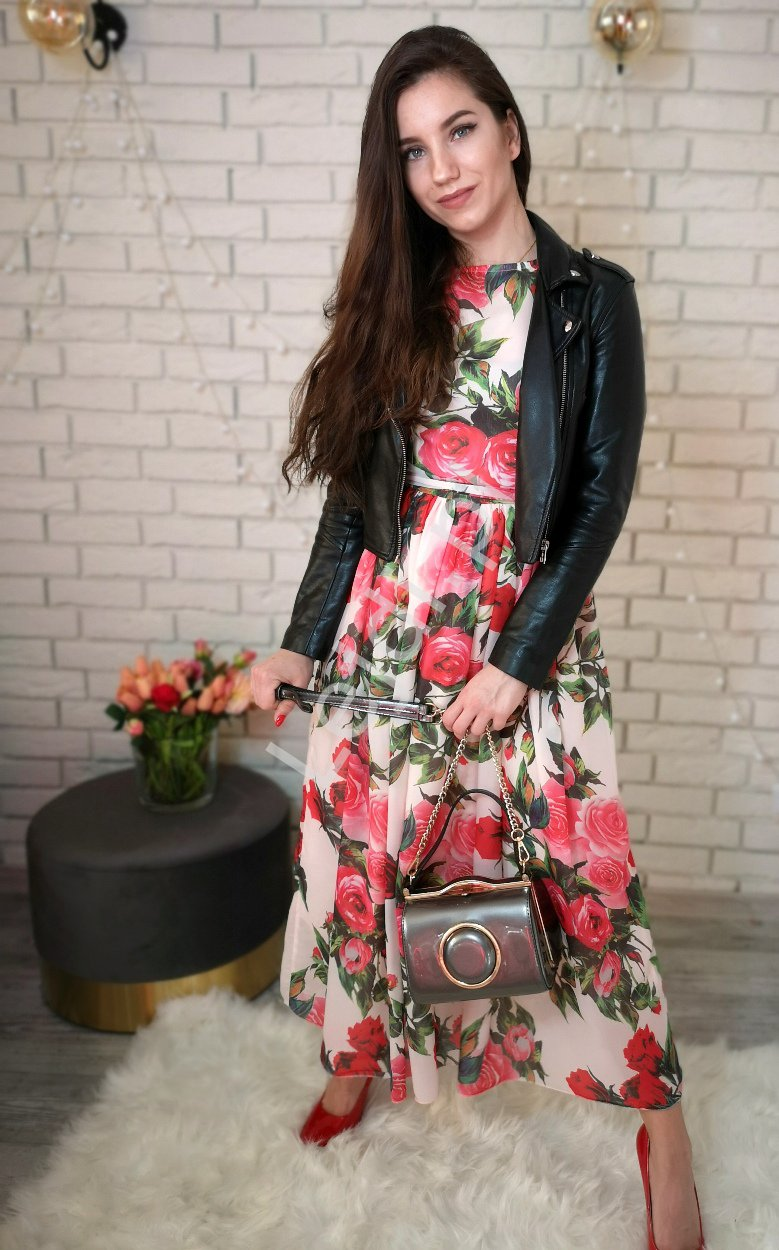 Szyfonowa sukienka w czerwone róże 258 - Lejdi