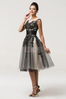 e01ece04e84c Bal maturalny to dla dziewczyn pierwsza okazja do zakupu eleganckiej  sukienki na studniówkę - pierwsza ważna impreza nastolatki.