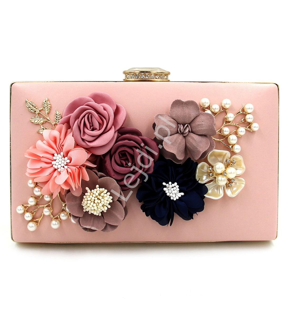 dde897fb1064a Wyjątkowa torebka wieczorowa z kwiatami 3D w kolorze pudrowego różu z  zapięciem z kryształkami