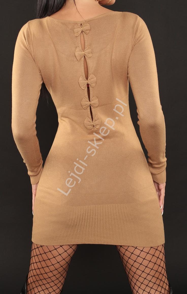 Beżowa dzianinowa sukienka z kokardkami na plecach 3063 - Lejdi
