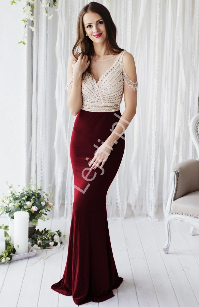 Zmysłowa przylegająca do ciała suknia z bordowym dołem, zdobiona perełkami na gorsecie i ramionach | efektowny tył - Lejdi